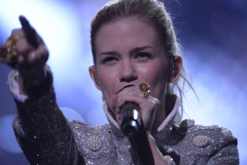 Ida Redig tar med svenska flaggan i Melodifestivalen2018