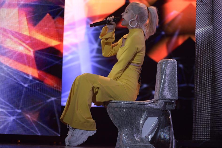 Margarets rekvisita i Melodifestivalen 2018: En toalett