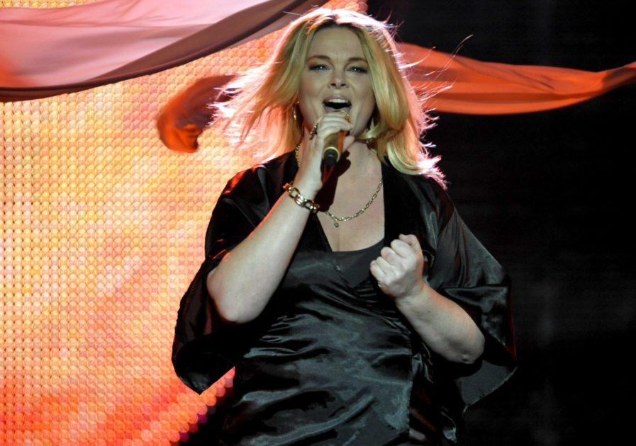 "Aldrig tidigare visat: Se körlegendaren Britta Bergström – som Sarah Dawn Finer i ""Moving On"""