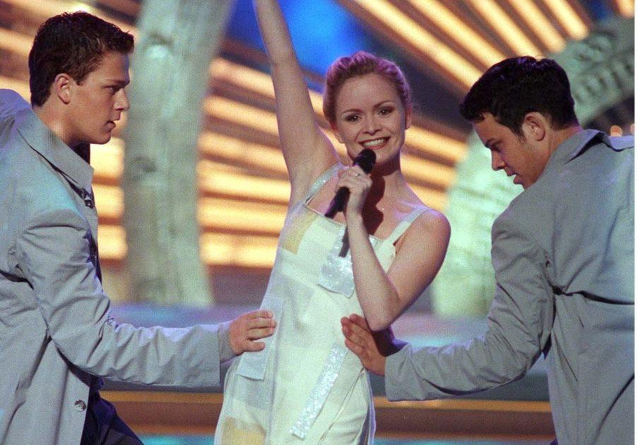 De presenterar internationella juryns poäng i Melodifestivalen 2020-finalen