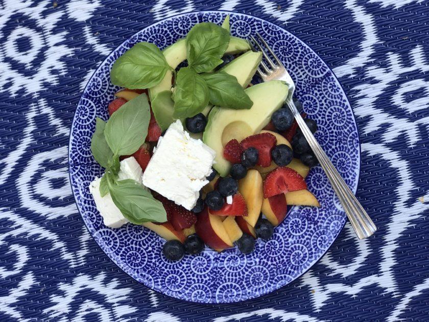Sommarsallad med jordgubbar