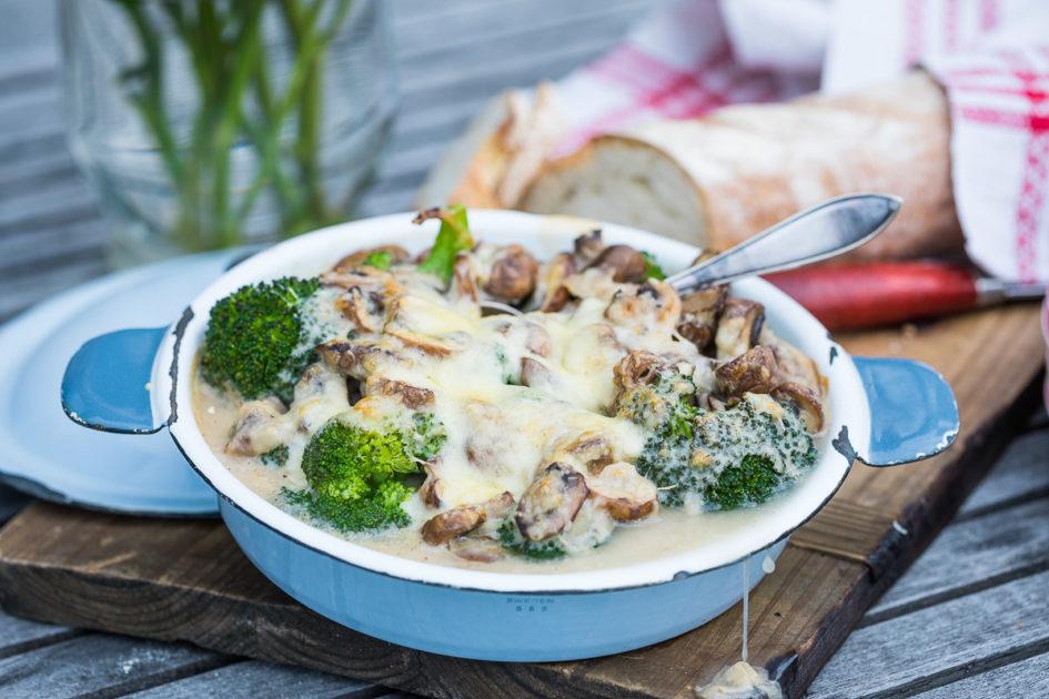 Broccoligratäng med champinjoner & ost